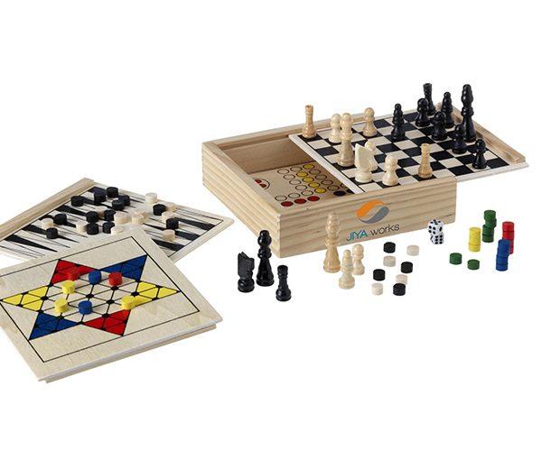 Klassische Brettspiele in Holzschachtel 2