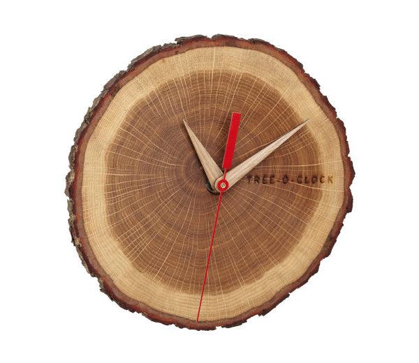 Analoge Holzuhr aus Eichenholz